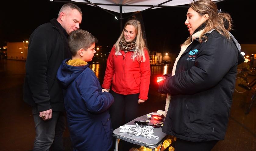 Vlnr: Ivar en Tristan Onnes, Ellen Nijman en Issa Hassairi. (foto: Roel Kleinpenning)