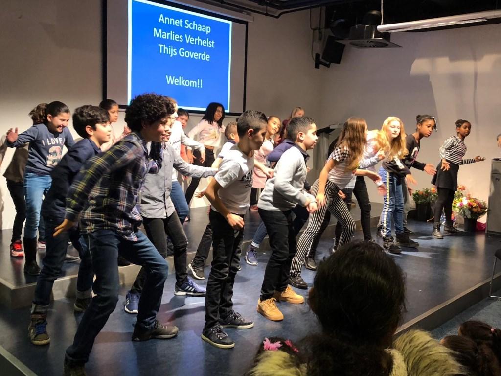 Kinderen Leeskoning  feesten na de wedstrijd  Foto: dans show kinderen  © DPG Media