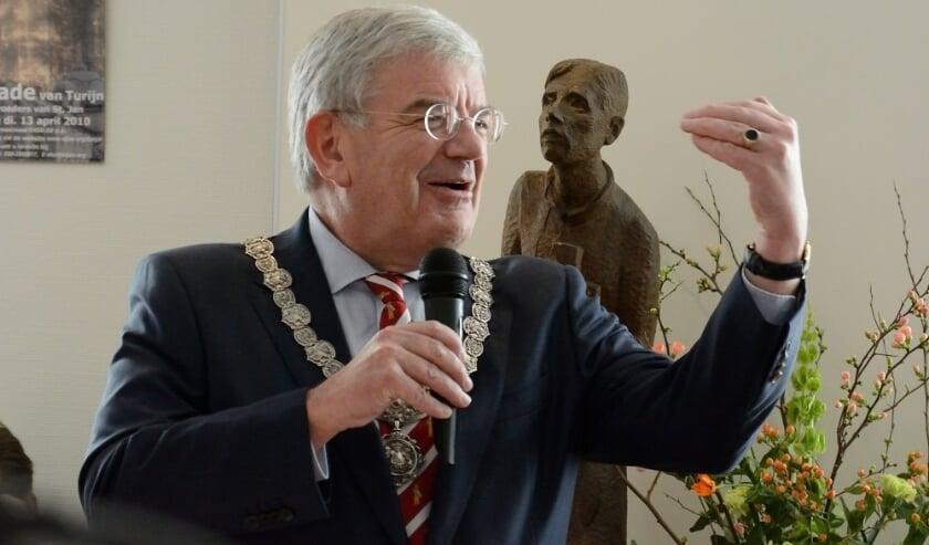 Burgemeester van Den Haag Jan van Zanen, tevens voorzitter van Veiligheidsregio Haaglanden, doet een dringend beroep op een ieder om zich aan de coronarichtlijnen te houden.