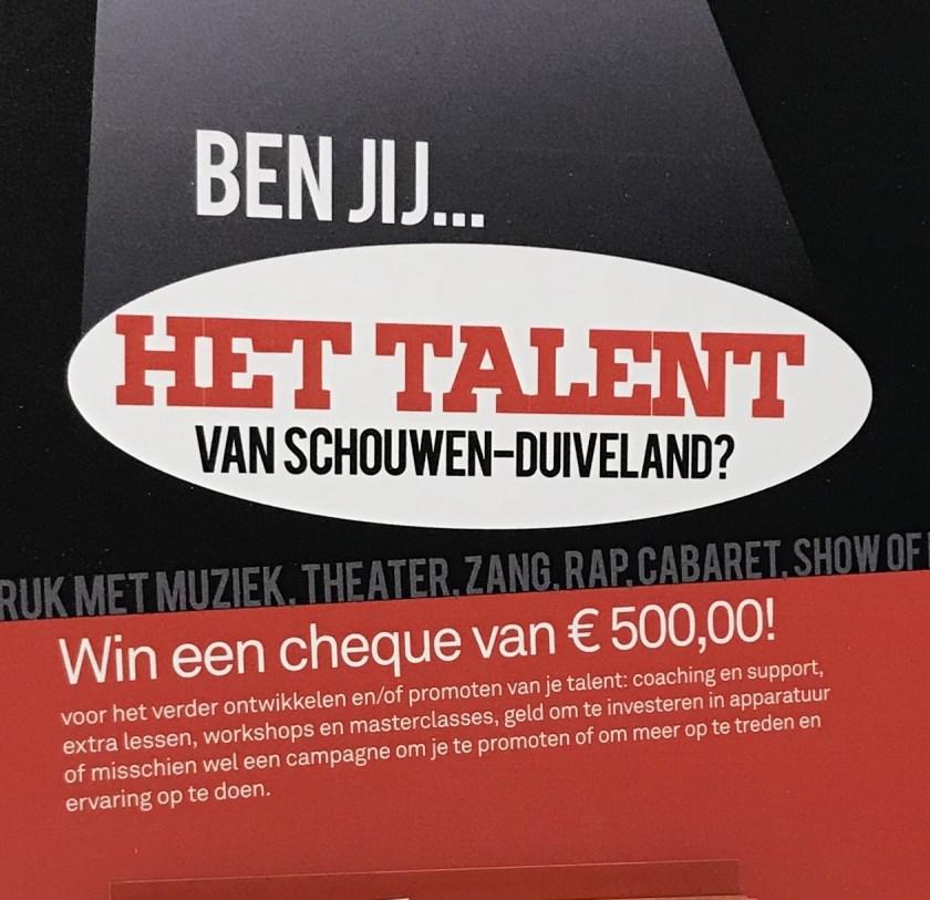 Display waarmee de organisatie deelnemers werft van de Talentenshow