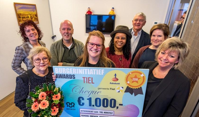 Burgerinitiatief Award overhandigt door Ans Duquesnoy en wethouder Kreuk. (Foto Jan Bouwhuis)