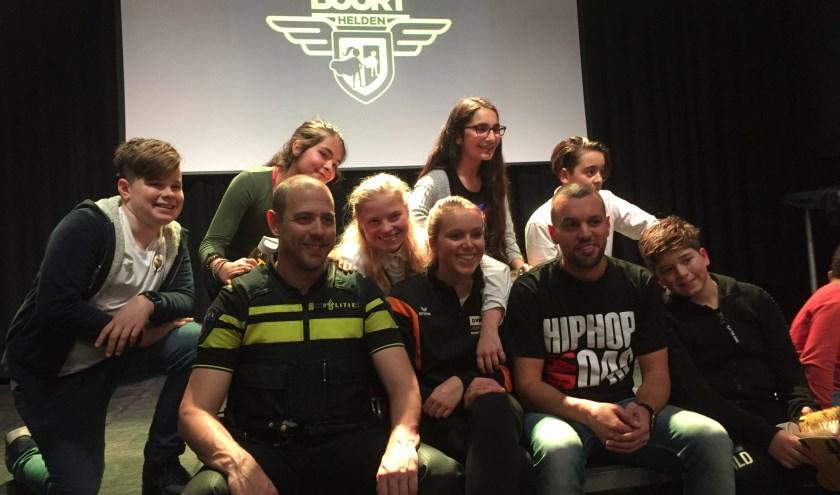 Buurthelden samen met Pien Hoogers en Fouad Arrabbany van Dynamo Jeugdwerk en Gideon Goudriaan van Politie Oost Brabant.