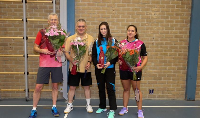 Het kampioensteam BC Culemborg 2 met de bloemen