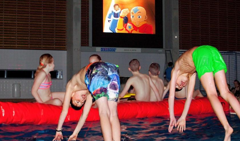 Kinderen vermaken zich opperbest tijdens de 'Drijf in'.