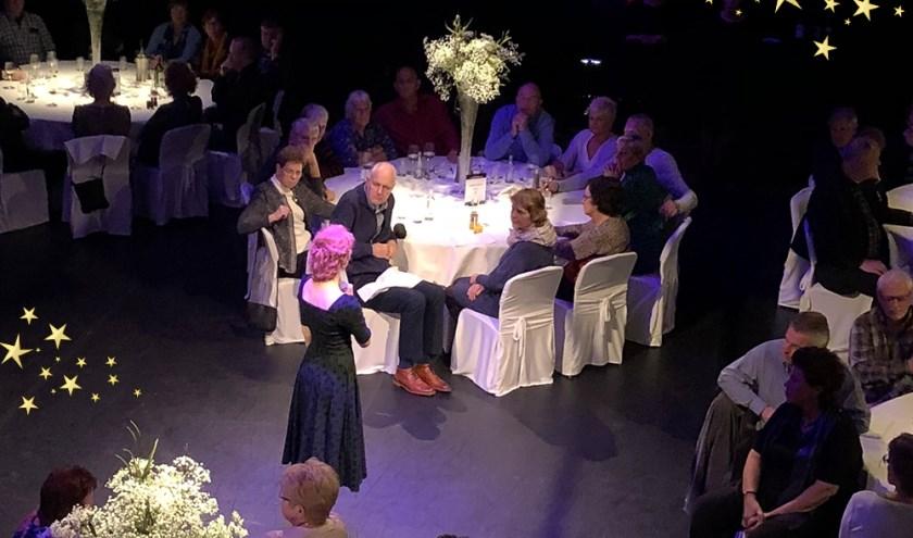 Renée van Wegberg, Maaike Widdershoven en Freek Bartels in Isala Dinnershow.