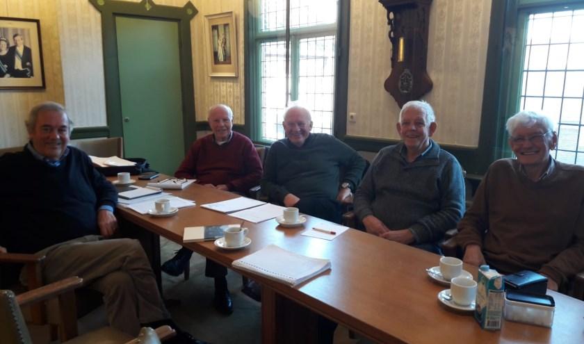Anne, Ab, Albert, Wim en Kees zijn vrijwilligers bij de Oudheidkamer in Holten. Foto: Susanne Nijenhuis