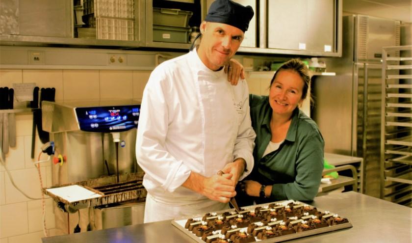 Sjaak en Ingrid van Chocolaterie De Lelie in Delft maken de lekkerste dingen van chocolade.