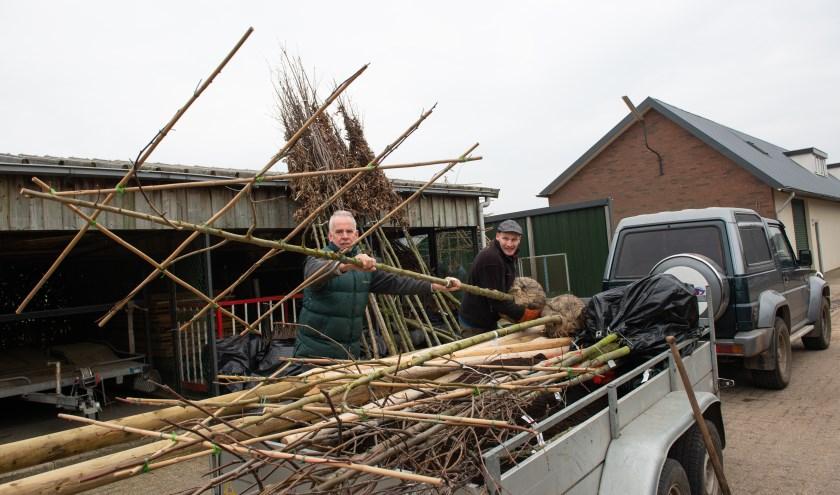 Zo'n 50 inwoners van de gemeente Epe deden afgelopen zaterdag mee aan het landschapsversterkingsproject Epe-Oene. (foto: Dennis Dekker)