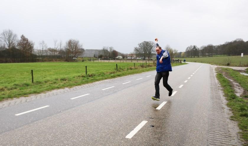 Onno Hogenbirk in zijn sprint voor de eerste worp. (Foto: Arjen Dieperink)