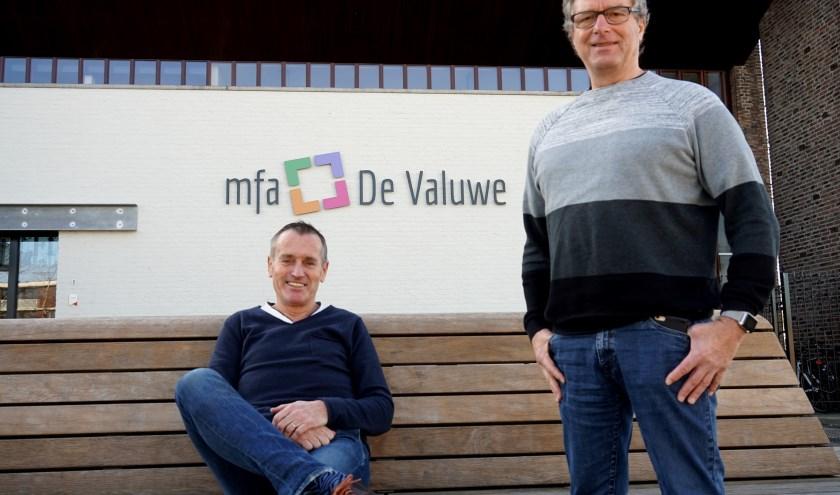 Rob van der Laan (links) samen met Loek Looije voor het nieuwe MFA de Valuwe in Cuijk. (foto: Tom Oosthout)