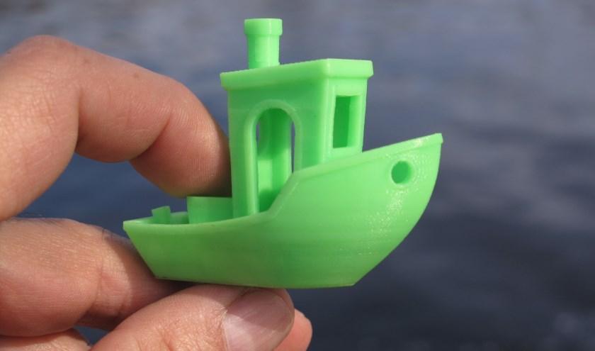 Een 3d print van een bootje om de werking van de printer te testen voor het echte werk.