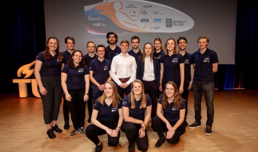 Marije (tweede vanaf links, eerste rij) met de rest van het Human Power Team.Foto: Bas de Meijer
