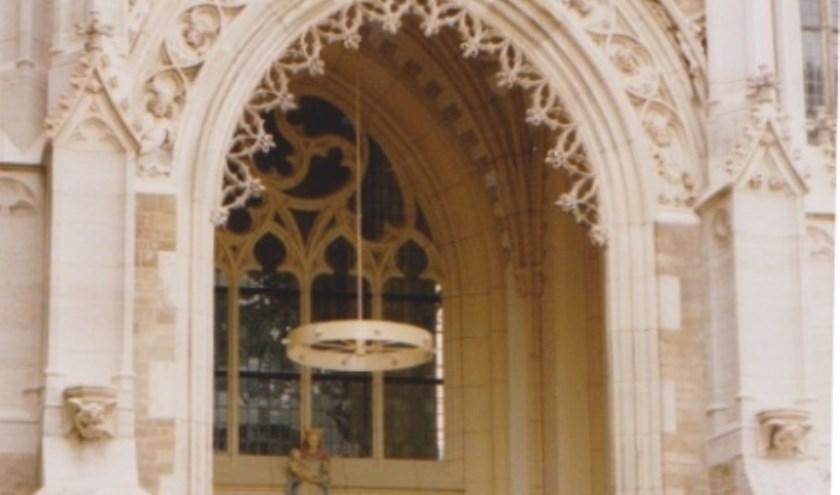 Mariaportaal na restauratie 1991.  Vooraan boven beeld St. Walburga.
