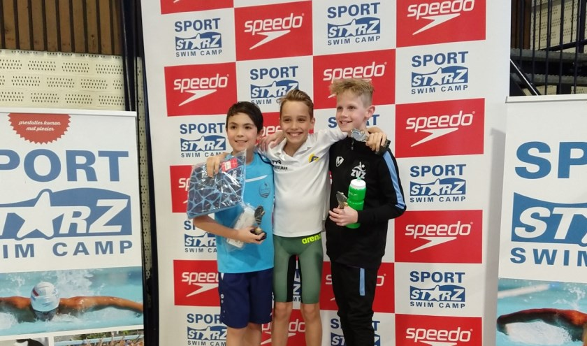 Nout Folkersma (9) is de jonge succeszwemmer van De Dommelbaarzen. Hij nam vier gouden en een bronzen medaille terug naar Vught.