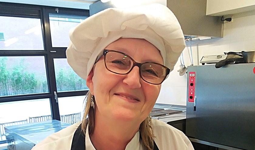 Elly van Reeuwijk, kok en huishoudelijk medewerkster bijKinderopvang Het Steigertje.