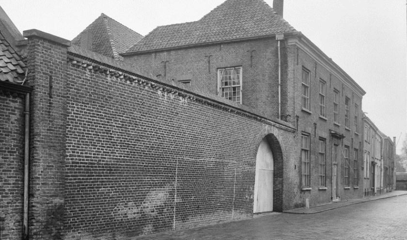 Een oud foto van het Polderhuis aan de Markt 25 in Zevenaar. Het pand is inmiddels gerestaureerd en is thans het onderkomen van Eet-Lokaal. (foto: PR)