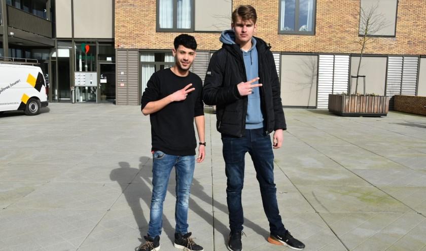 Arthur van Leeuwen (l) samen met zijn medepresentator Luco Bakker.