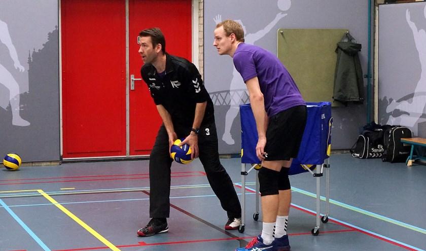 Volleybalcoach Joost Joosten tijdens een training van zijn ploeg Vocasa. (foto: Tom Oosthout)