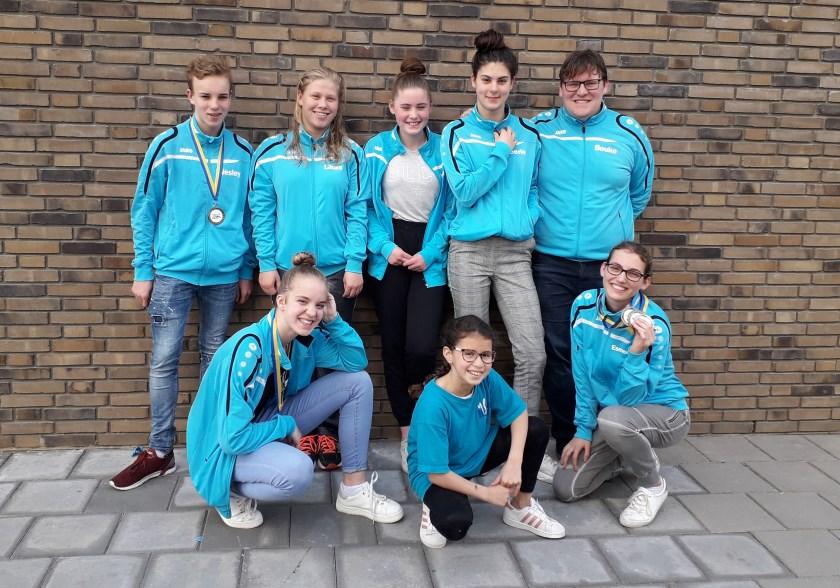 Zwemmers ZVW' 74 die deel hebben genomen aan Lenie v.d. Meer Bokaal zwemwedstrijd in Aalsmeer.