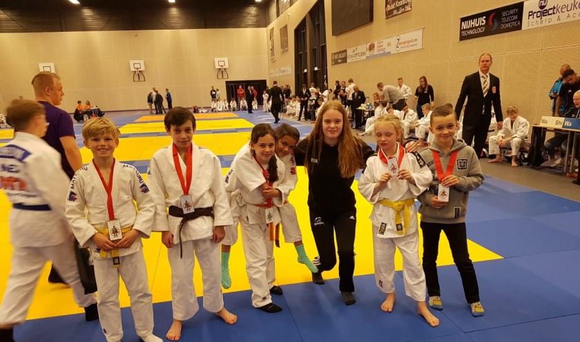 Enkele prijswinnende SJO-judoka's op het 42ste Bartje Toernooi in Assen.
