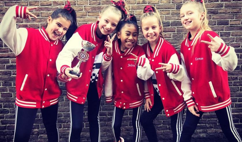 Het team van links naar rechts: Nova, Dinthe, Jaïra, Lisa en Esmee