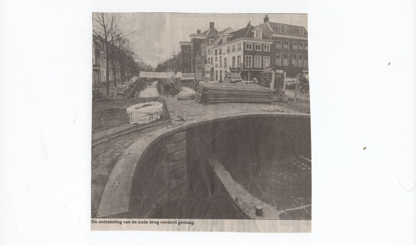 """Een krantenbericht uit die tijd: """"De onttakeling van de brug vordert gestaag"""""""