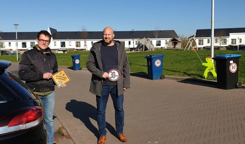 Bas Nijenhuis en Ed Gill van Slow Down Zuidbroek. De werkgroep richt zich op verbetering van verkeersveiligheid en verkeersoverlast in de wijk.