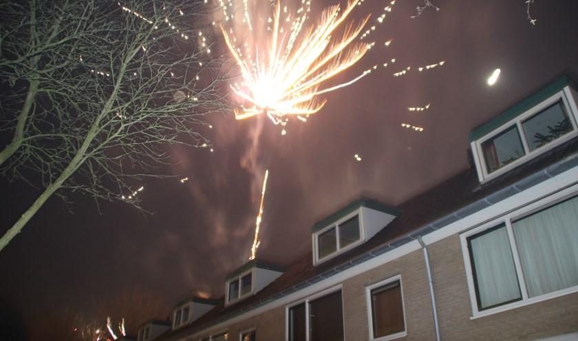 Volgens de motie is vuurwerk slecht voor het milieu. Maar het is wel traditie. Foto Archief Dick Baas 1 januari 2015