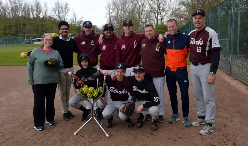 Spelers en coaches van Storks gaven een clinic aan cliënten van Bijler.