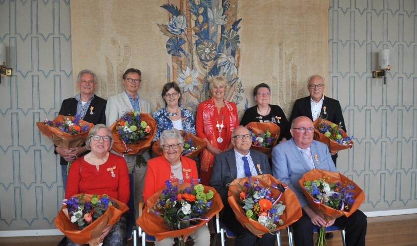 Negen Renkummers kregen de Koninklijke speld Lid in de Orde van Oranje Nassau.