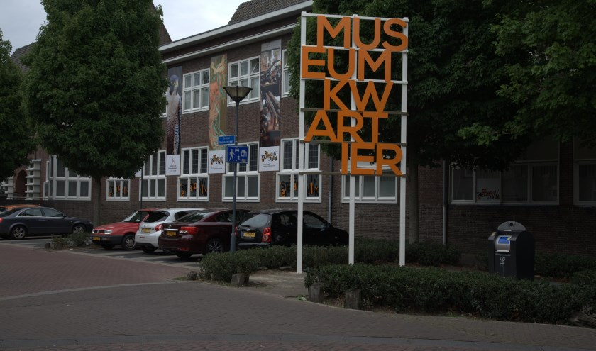 Het Valkerij en Sigarenmakerij Museum en het Steendrukmuseum.