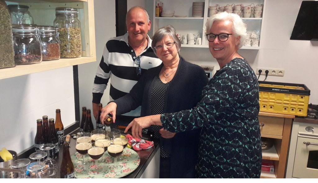 Breunis en Ineke van de Pol en rechts Jorina van der Beek.  © DPG Media