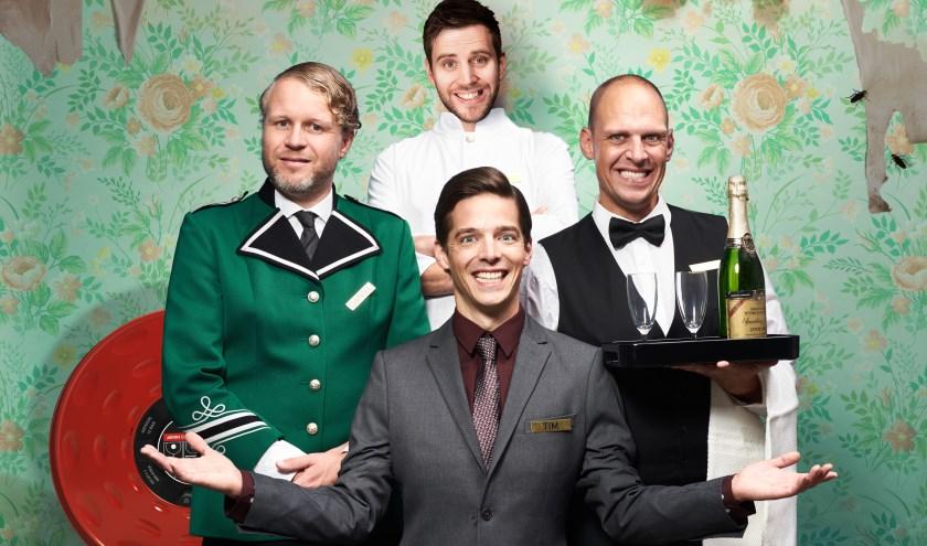 Hotel is een geïmproviseerde voorstelling van Op Sterk Water die hun gasten onbedaarlijk laten lachen (foto: Arjan Benning)