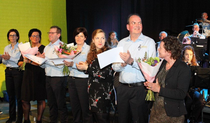 De jubilarissen Erik Jansen, Jeanette Fisser en voorzitter Maarten Wijkamp.