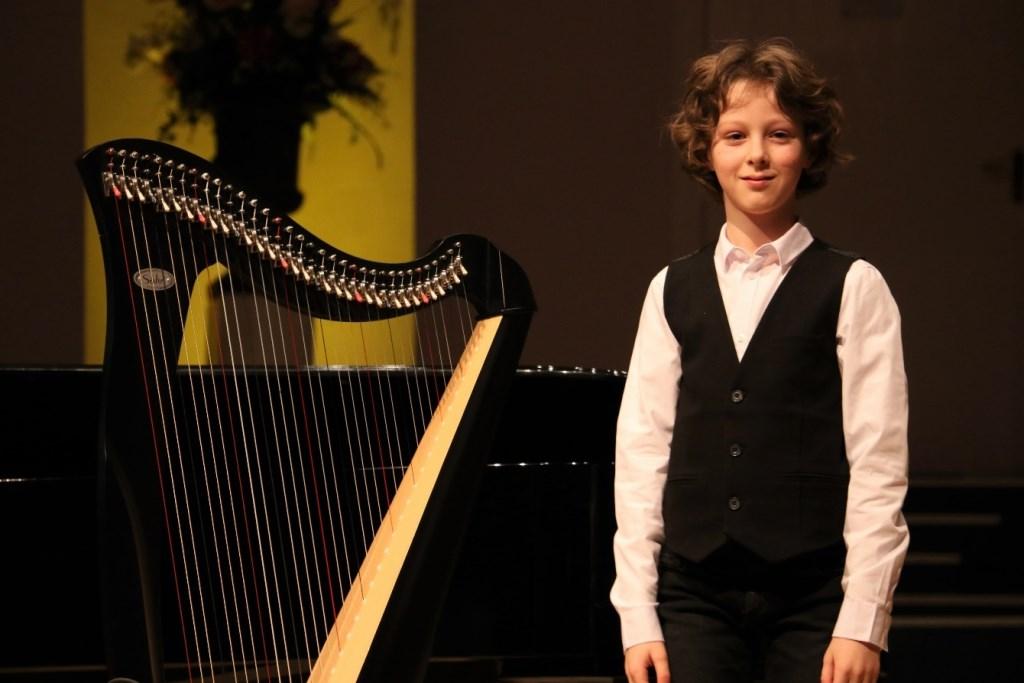 De jonge harpist Harm Haverkamp werd afgelopen zaterdag tweede in zijn leeftijdscategorie. ALLE FOTO'S CHARLOTTE BAART Foto: Charlotte Baart © DPG Media