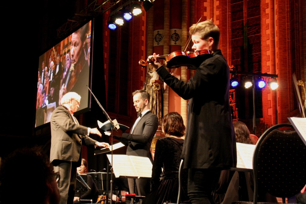 Van leerling en koor tot aan de solist en de eerste violist is de Zieuwentse uitvoering een gepassioneerde uitvoering 'Matthäus'. Foto: Eveline Zuurbier Foto:  © DPG Media