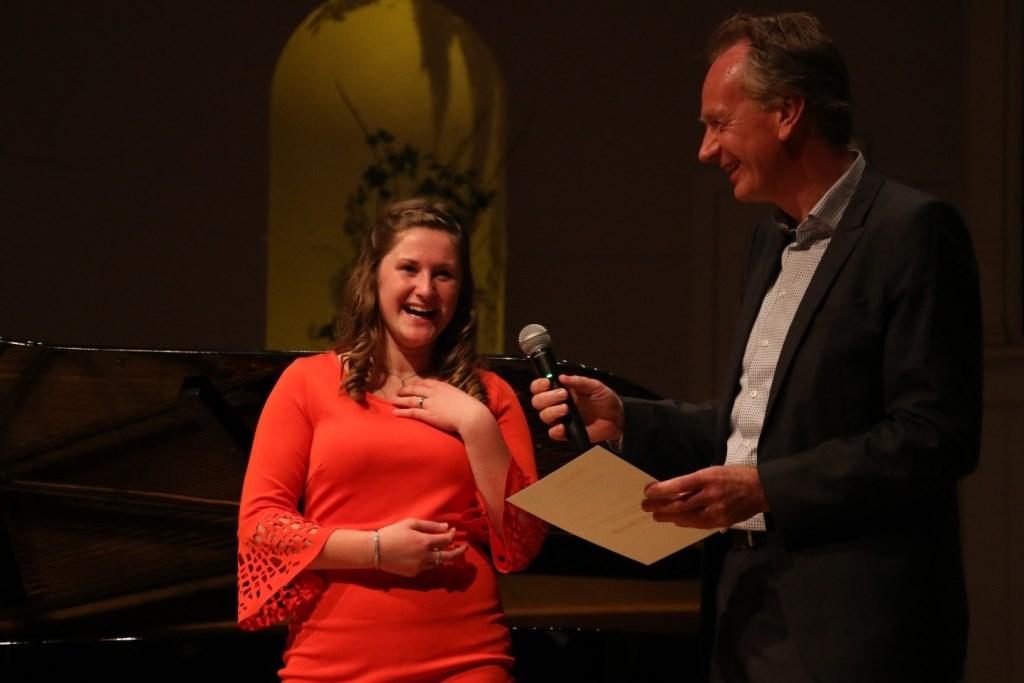 Een dolblije Lise de Munck bij de prijsuitreiking.  Foto: Anne Baartman © DPG Media