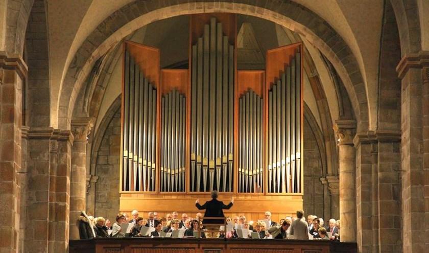 Het Oldenzaals Latijns Basiliekkoor treedt speciaal met Pasen op.
