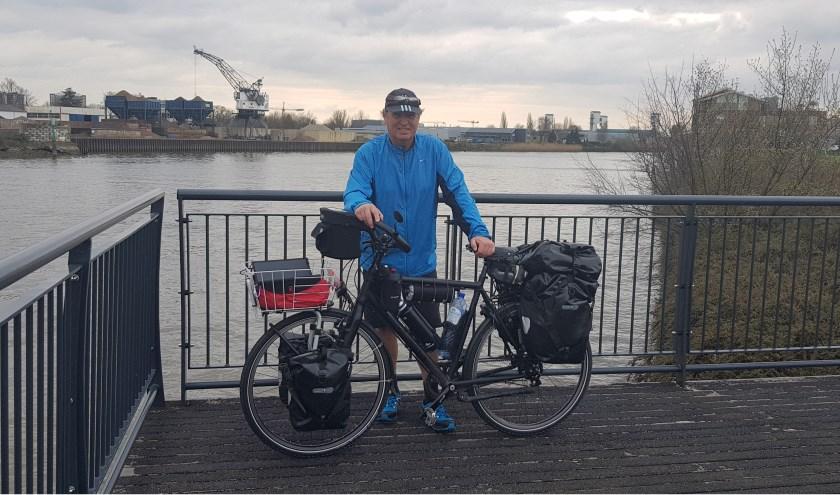 Eric van der Kleij is klaar voor de start van zijn reis op de fiets naar China.