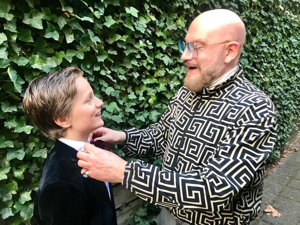 Ron Weil heeft klanten uit de Verenigde Staten, maar helpt net zo lief zijn neefje.  © DPG Media