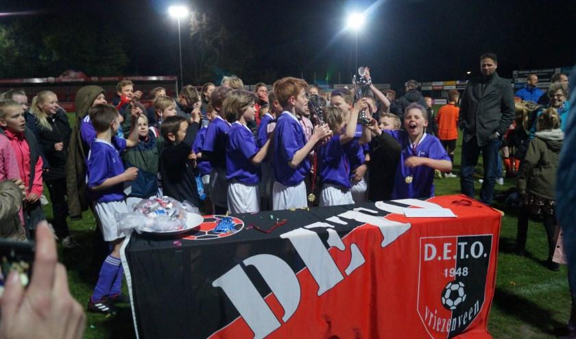Rehobot 1 en Fontein Oranjestraat wonnen het schoolvoetbalvoetbaltoernooi voor Vriezenveen en Westerhaar.