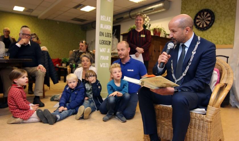 'Lezen is kennis en kennis is vrijheid', aldus burgemeester Marcouch