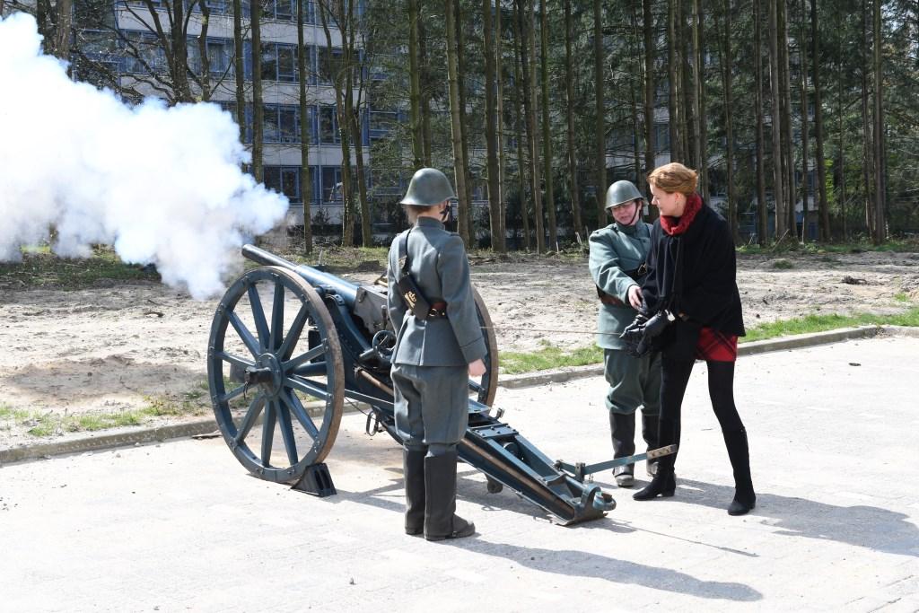 wethouder Veltman opende op gepaste wijze de Historische Middag Foto: Bert Vos © DPG Media