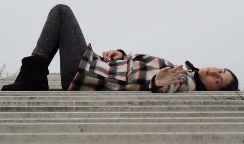 Mies, de hoofdpersoon van de bijzondere documentairefilm die gemaakt wordt door vriendin Mirthe Fernandes. (Foto: een still uit documentaire)