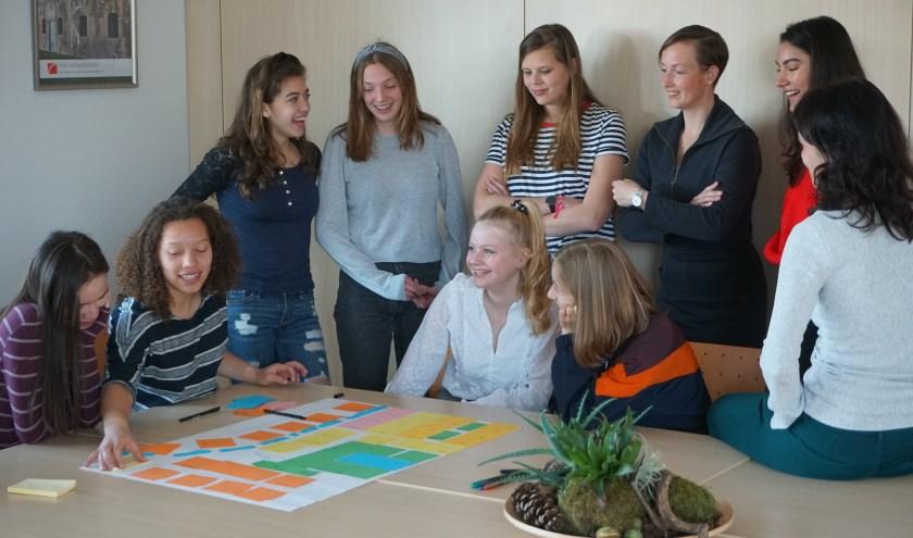 In een van de workshops die de 'girls' konden volgen, kwam het tot een duurzaam ontwerp. Foto: Louise Mastenbroek.