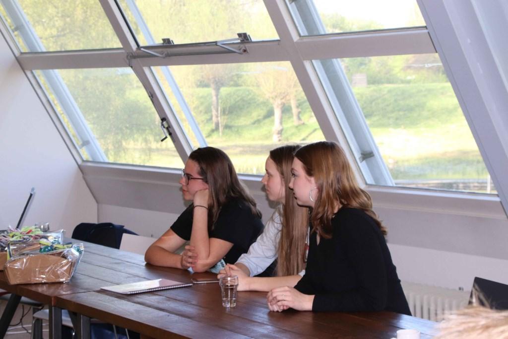 Leerlingen van het Arentheem wachten horen het juryoordeel Foto: Van Hall Larenstein © DPG Media