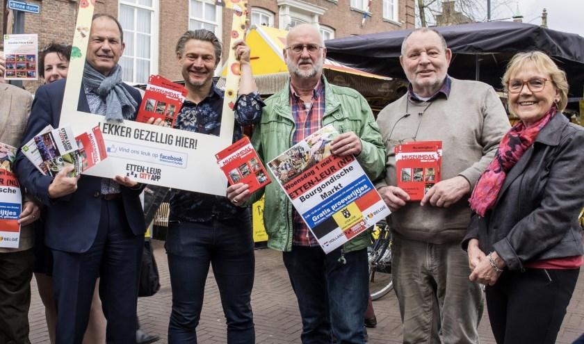 De nieuwe Etten-Leurse producten werden aangeboden aan wethouder Cultuur, Toerisme en Recreatie Jan Paantjens (links)