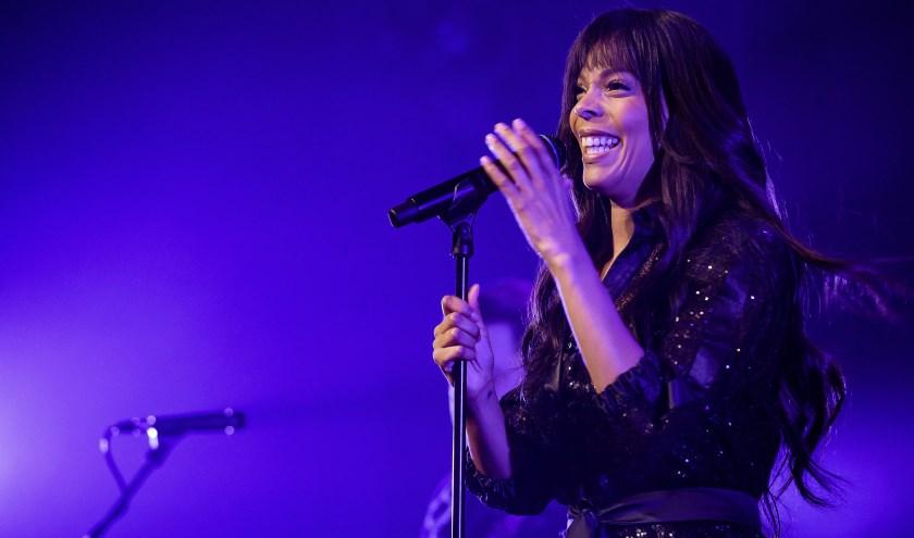Carolina Dijkhuizen en The Gare Du Nord Orchestra brengen een eerbetoon aan Donna Summer in een ultieme discoshow.