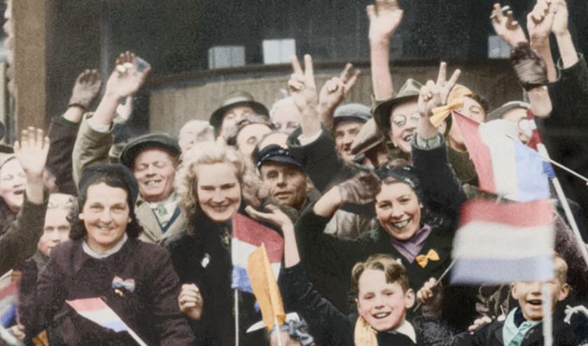 Feestvreugde in Breda na de bevrijding door de Polen, 11 november 1944. Fotograaf onbekend, ingekleurd door Coloriginals
