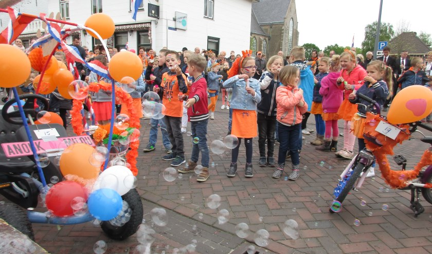 Ook dit jaar weer een groots bellenblaasfestijn na de aubade.